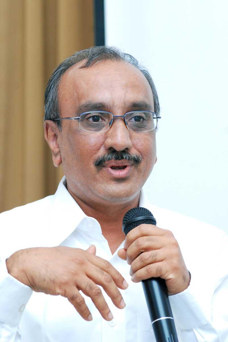 Dr_Jayesh-Shah_Trustee-&-teacher